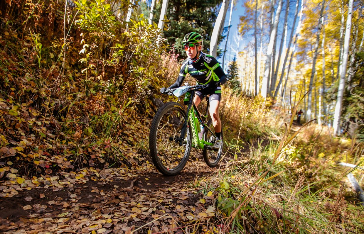 Erin Huck flies down Onza Alley Trail during the Scott Spark XC race during the Outlier Offroad mountain bike festival Saturday, Sept. 30, in Vail. Huck took first in the Women's Pro Long.