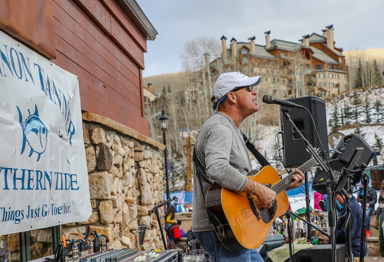 Shannon Tanner performs to a crowd at Powder 8 Friday, Nov. 24, in Beaver Creek. Tanner performs apres ski live music Tuesdays through Sundays at the base of Beaver Creek throughout the winter.